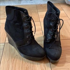 Lace up booties with trendy heel